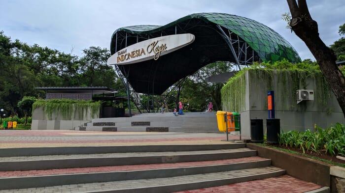 Menikmati Taman Indonesia Kaya di tengah Kota Semarang