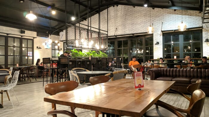 suasana Kafe lot 28 semarang