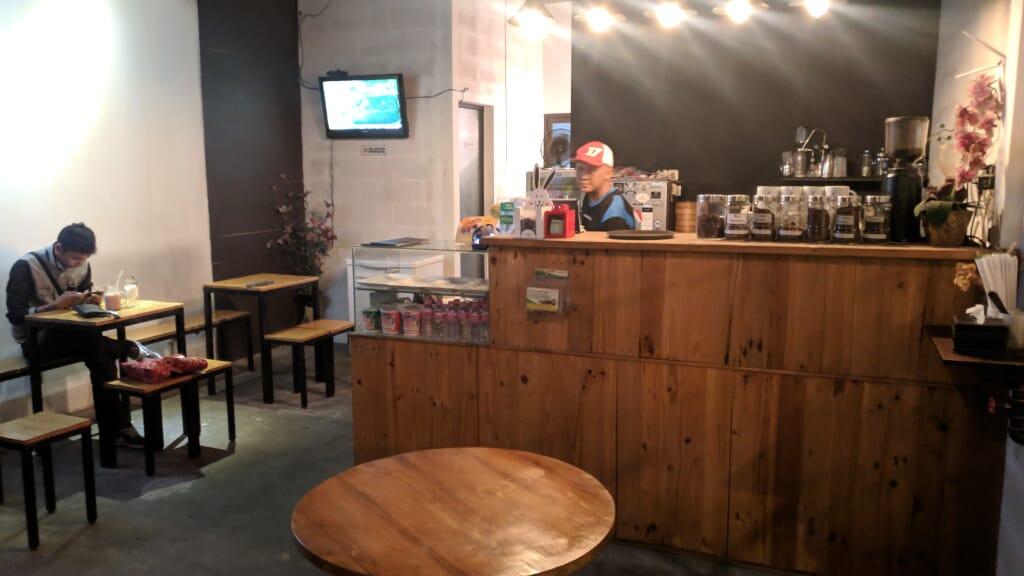 kafe caffein coffee shop semarang