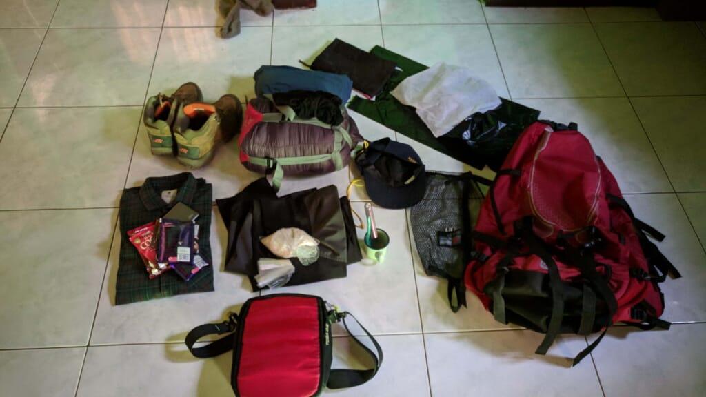 perlengkapan backpacker saya sebelum pergi berlibur